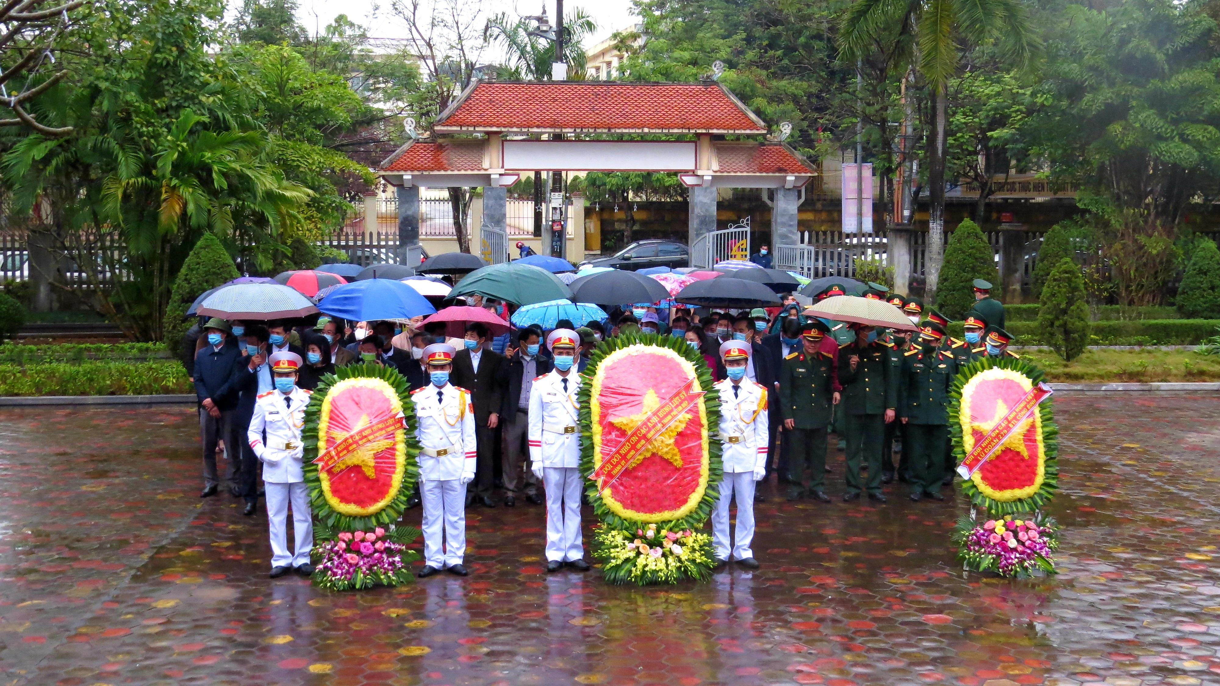 Thành phố Tam Điệp tổ chức Lễ dâng hương viếng các Anh hùng Liệt sỹ nhân dịp Tết Nguyên đán Tân Sửu năm 2021.