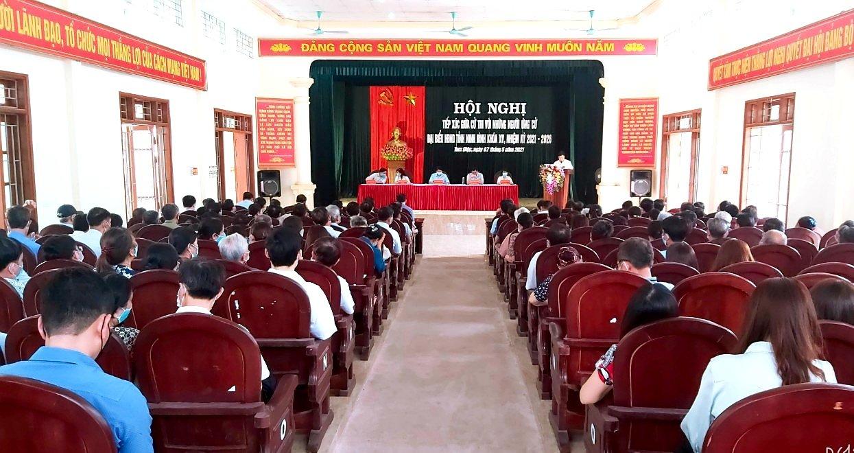 Những người ứng cử đại biểu HĐND tỉnh Ninh Bình - Đơn vị bầu cử số 3, tiếp xúc với cử tri phường Nam Sơn, phường Tây Sơn và xã Quang Sơn thành phố Tam Điệp