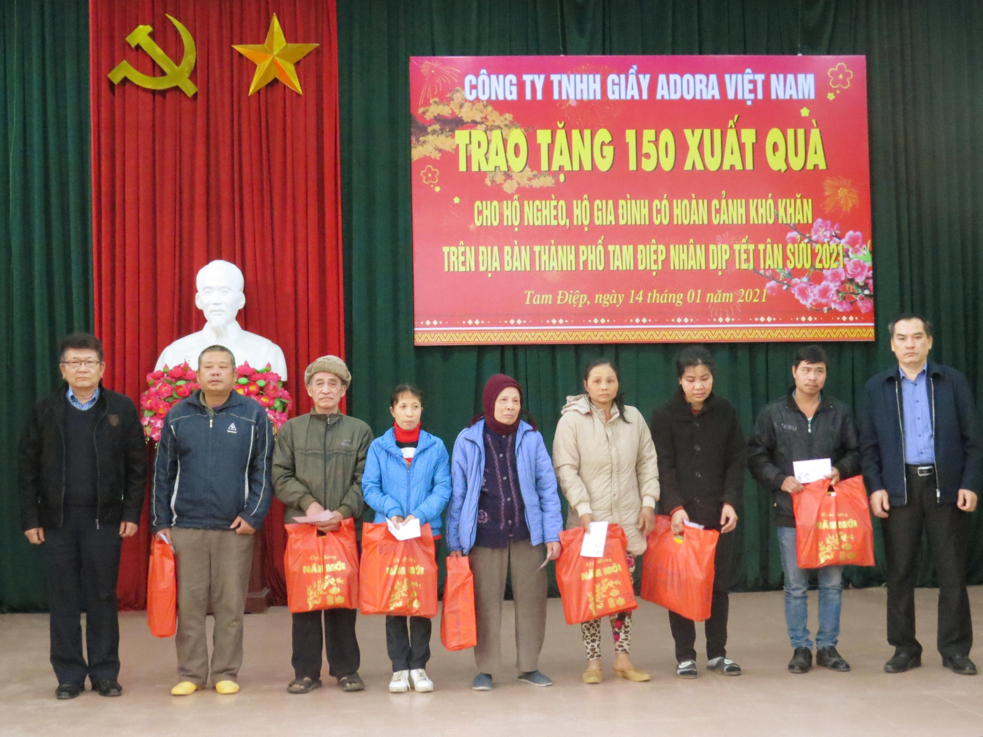 Trao tặng 150 xuất quà cho hộ nghèo, hộ có hoàn cảnh khó khăn trên địa bàn thành phố Tam Điệp nhân dịp Tết Tân Sửu 2021